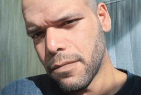 carlos, 39 - Just Me