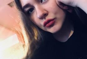 Veronika, 18 - Just Me