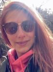 Corinne, 25, Quimper