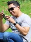 Ezza, 34, Surabaya