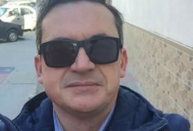 manuel, 41 - Just Me