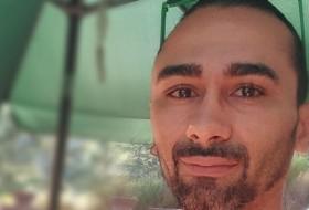 Saad, 33 - Just Me