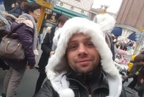 Denis, 34 - Just Me