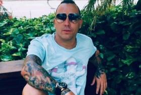 lazaro, 40 - Just Me