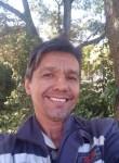 Henrique, 52  , Cosmopolis