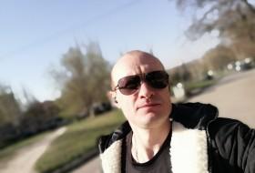Dmitriy , 30 - Just Me
