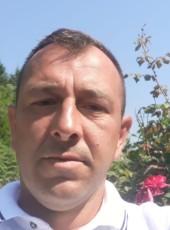 Nihad, 39, Bosnia and Herzegovina, Sarajevo