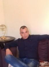Nour, 33, Lebanon, Beirut