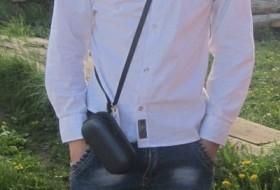Oleg, 21 - Just Me